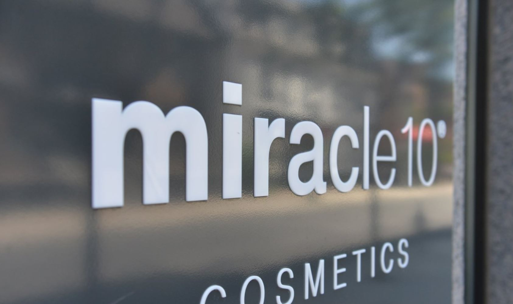 miracle10 Store Display