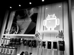 Android Display black and white